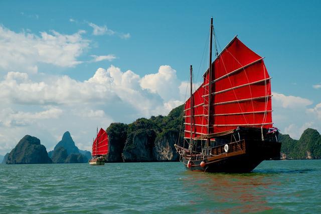 Charter Cruise