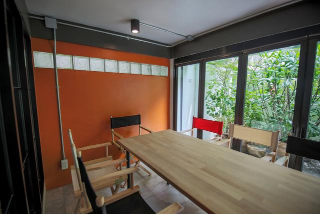 Medium Meeting Room (up to 7 ppl)