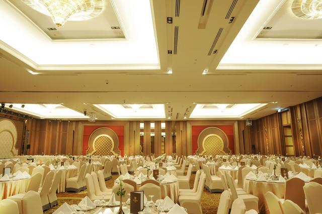 Grand Meroz Room