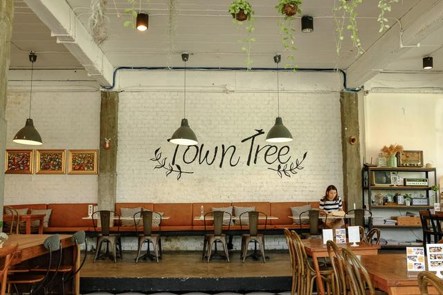 Town Tree Room