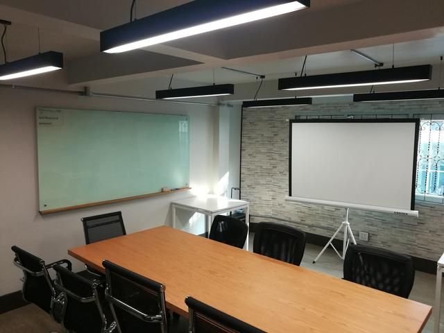 Large Meeting Room A (up to 10 ppl)