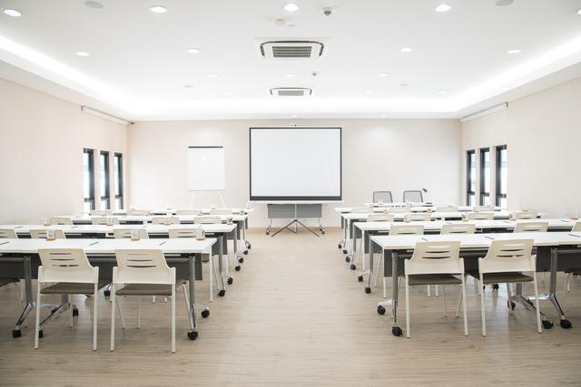 Private Space & Meeting Room