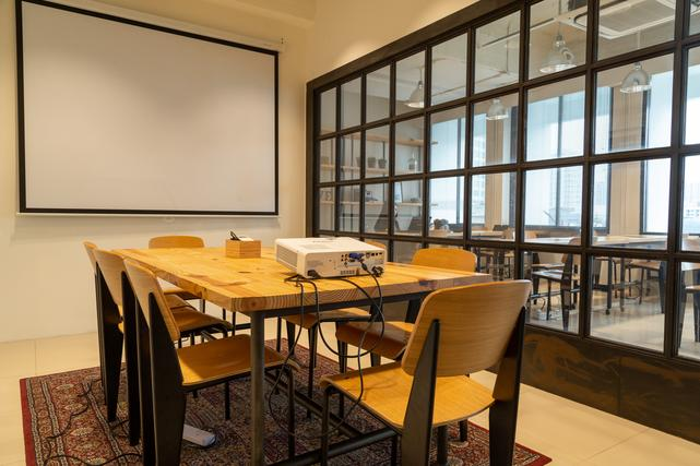 8 Persons Meeting Room