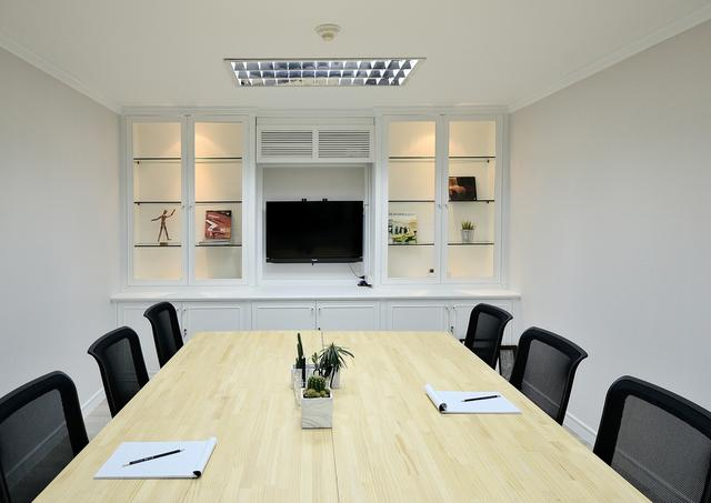 Meeting Room (6 pax)
