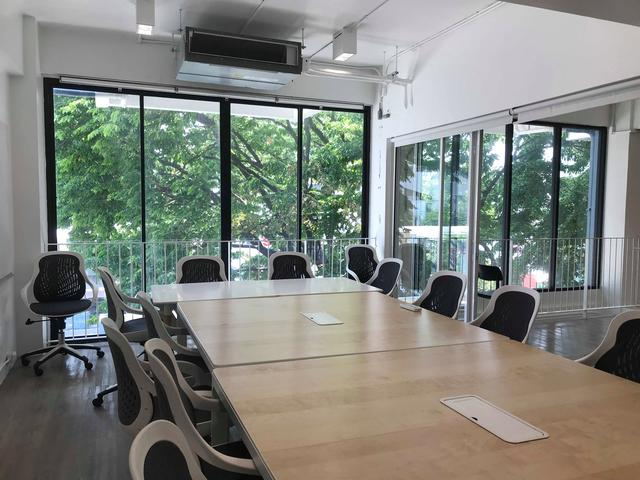 L Meeting Room
