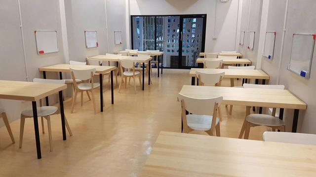 Size M: A Table for Group Study