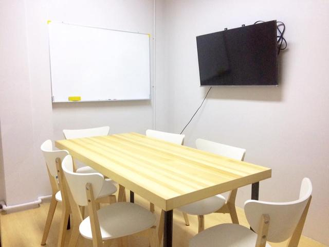 Size L: Private Meeting Room