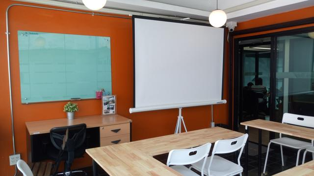 Large Meeting Room B (up to 15 ppl)