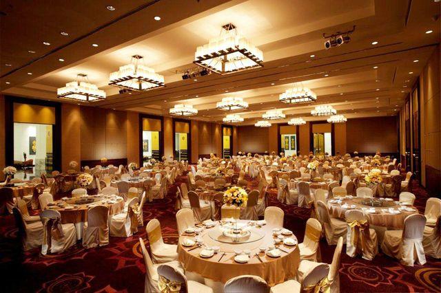 1565075894-Suvarnabhumi Grand Ballroom_sit down dinner.jpg