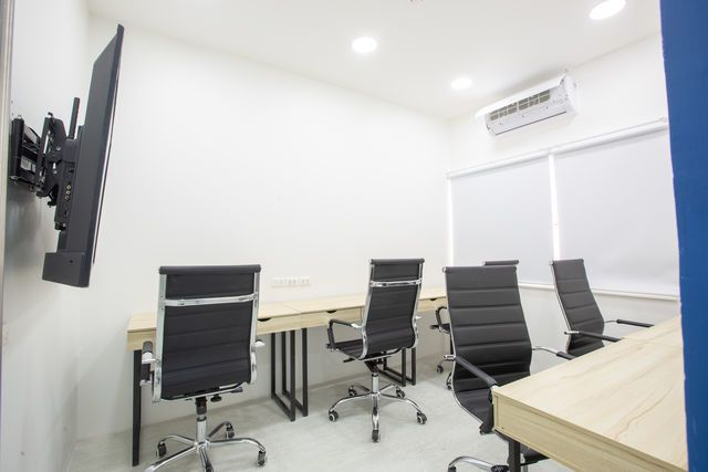 Meeting Room (4 - 5 คน)