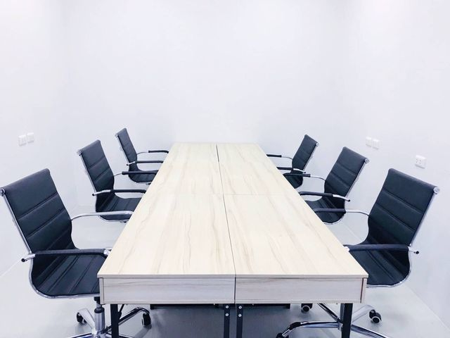 Meeting Room (6-8 คน)