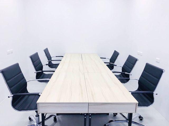 Meeting Room (6-8 คน)