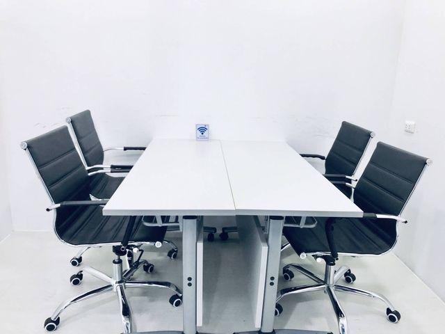 Meeting Room (2-4 คน)