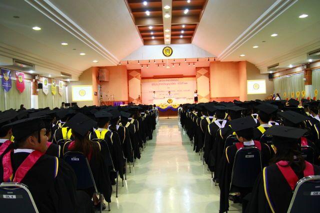 หอประชุมใหญ่ ม.ฟาร์อีสเทอร์น 700 ที่นั่ง