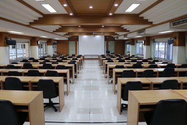 ห้องประชุมสโลป ม.ฟาร์อีสเทอร์น ขนาด 120 ที่นั่ง