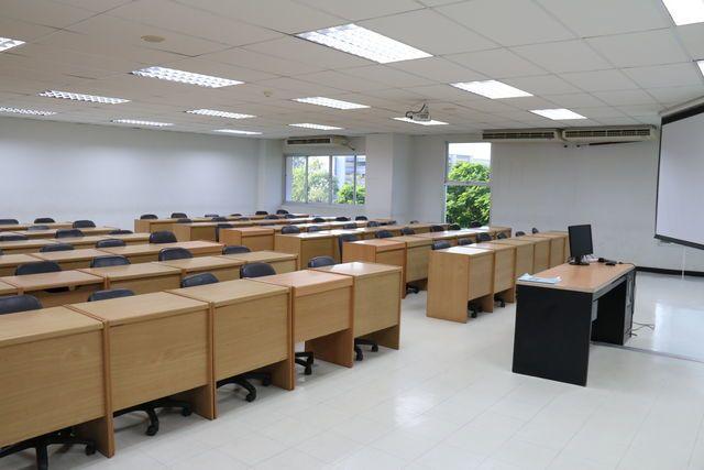 ห้องเรียน ม.ฟาร์อีสเทอร์น ขนาด20-70 ที่นั่ง
