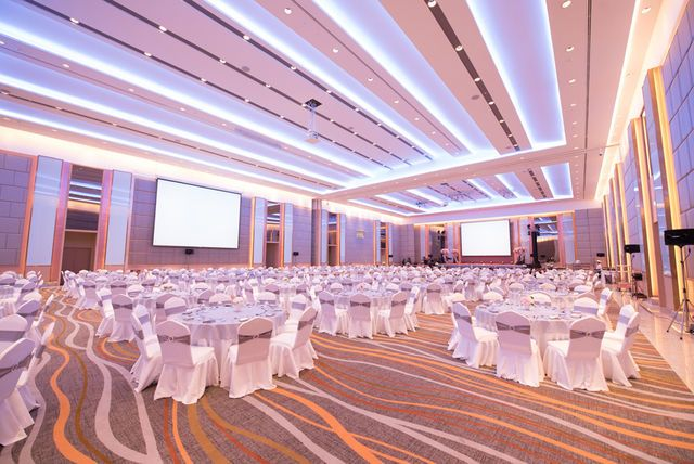 1582190162-indoor-space-for-400-people-pWCLuVe@FM@