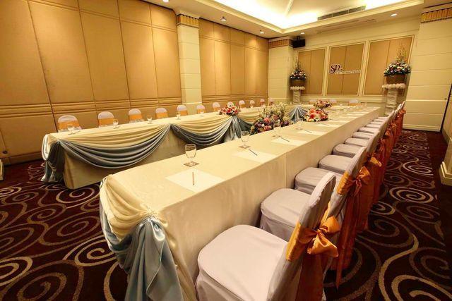Maneeya Room