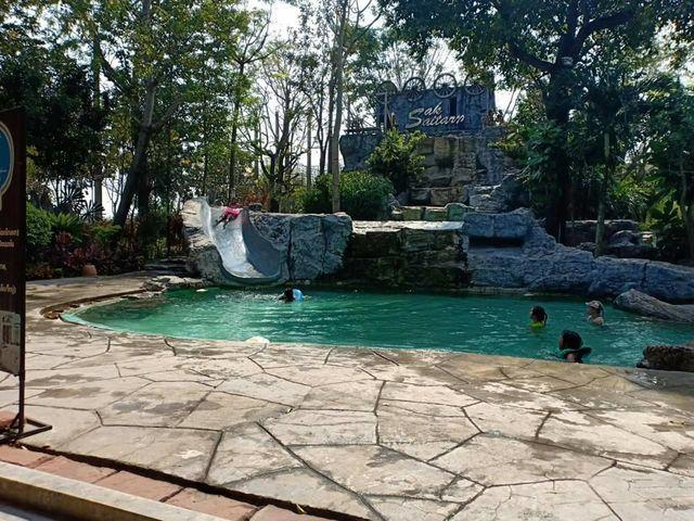 Poolside1