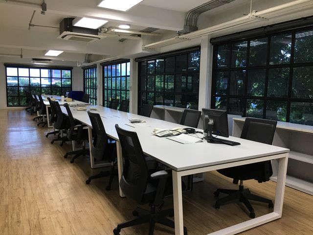 Hot Desk / Fixed Desk / Service Office